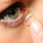 Kontaktlinse einlegen